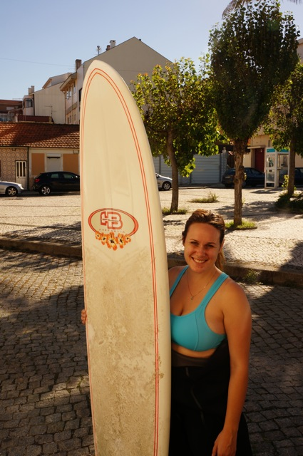 Surfing in Portugal leads Something In Her Ramblings, a Madrid travel blog,  to a most interesting travel conversation.