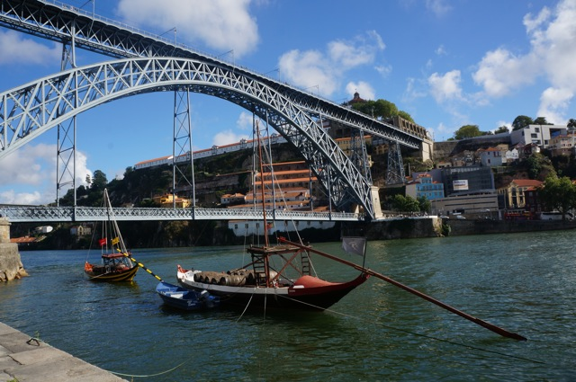 Something In Her Ramblings, a Madrid travel blog, discovers hidden treasures of Portugal in Oporto.
