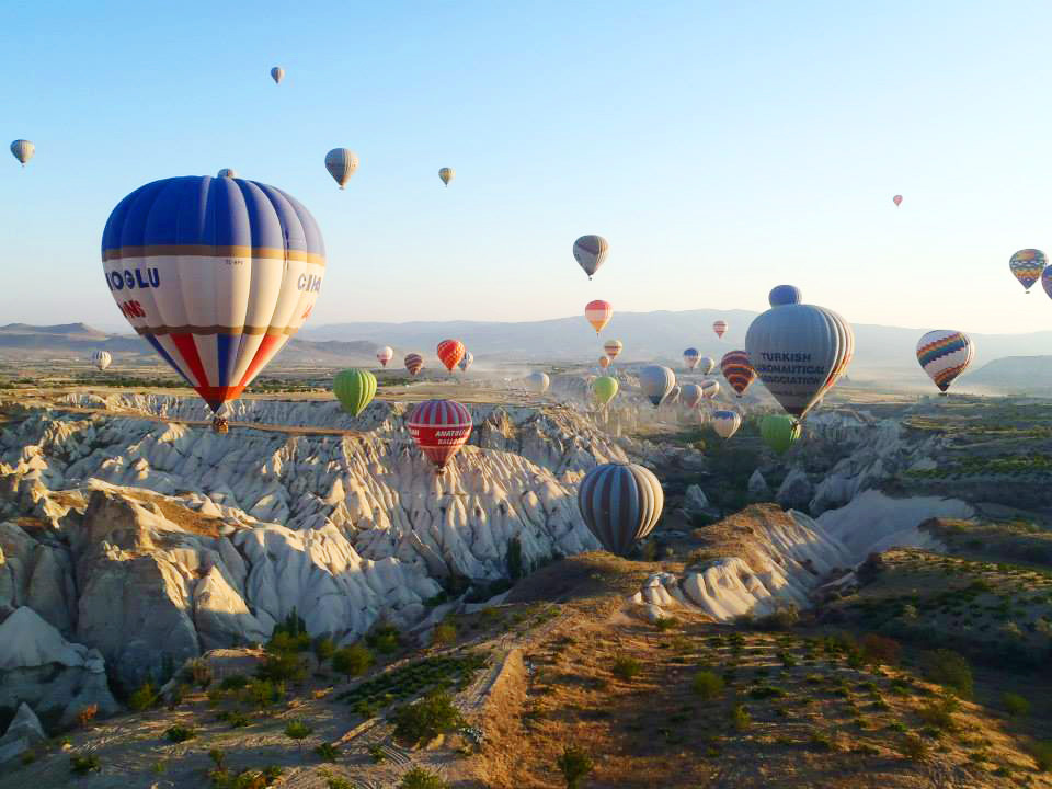 hot air balloon during a solo trip to Turkey