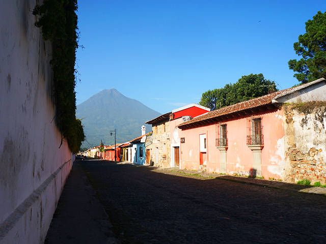 volcano photo of antigua guatemala