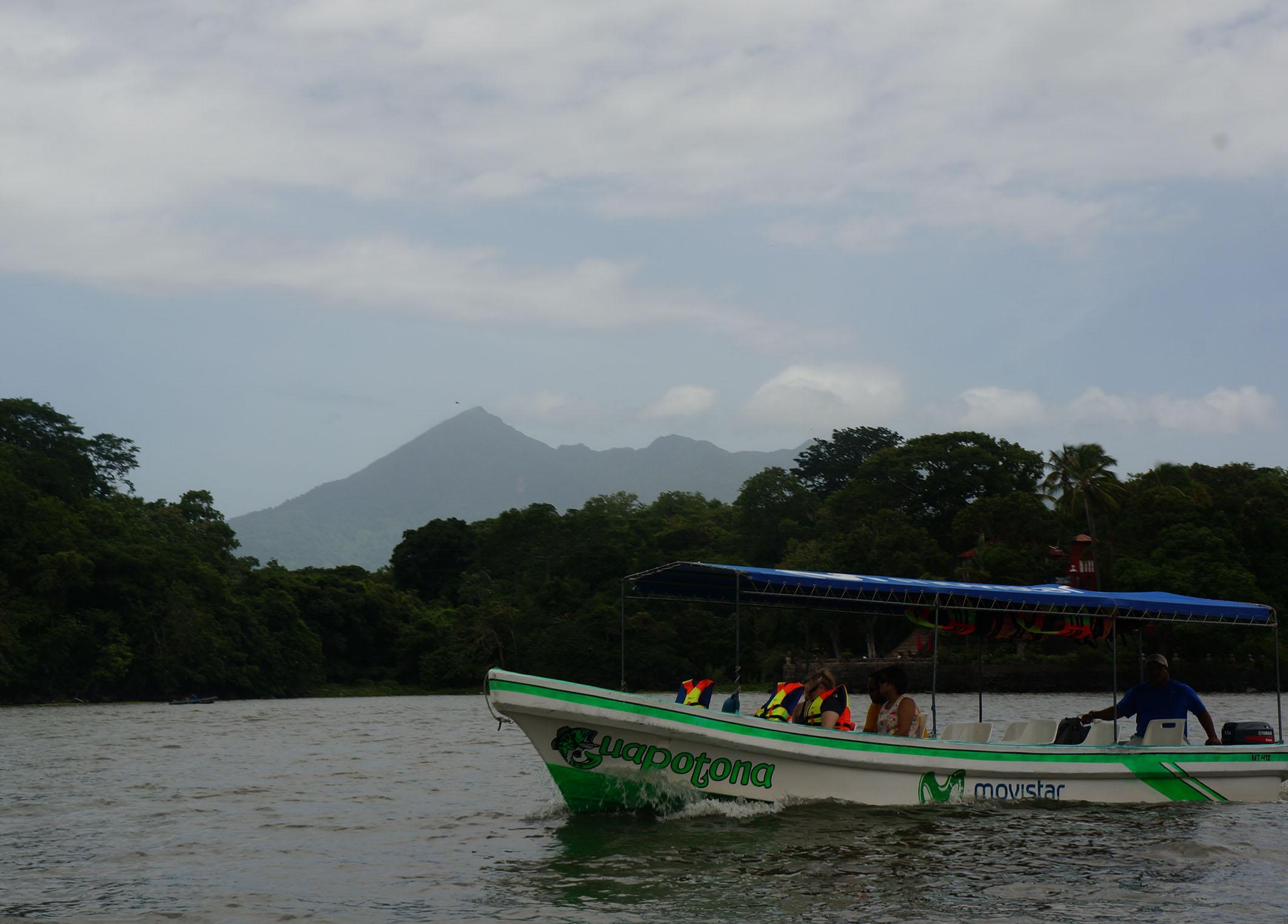 lake nicaragua mombacho volcano