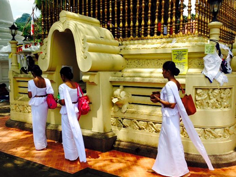 solo female traveler in sri lanka- sri lankan traditions