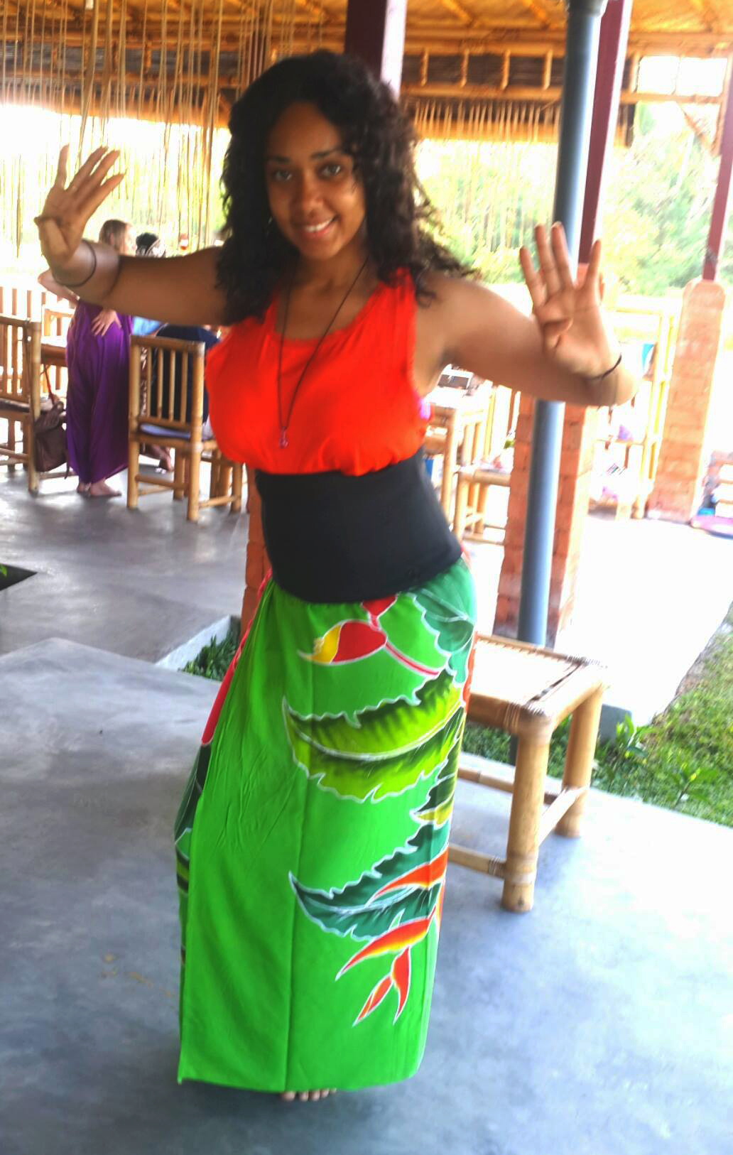 solo travel in bali dancing