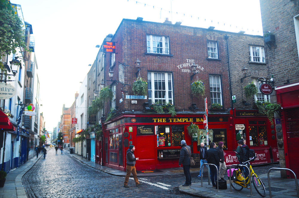 solo travel in dublin temple bar