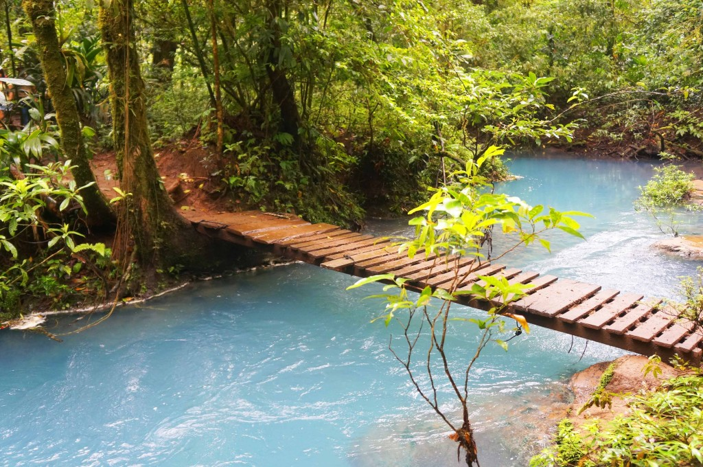 things to know before visiting rio celeste- bridge over jewel tones